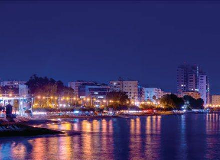 chypre côte lumières nocturnes