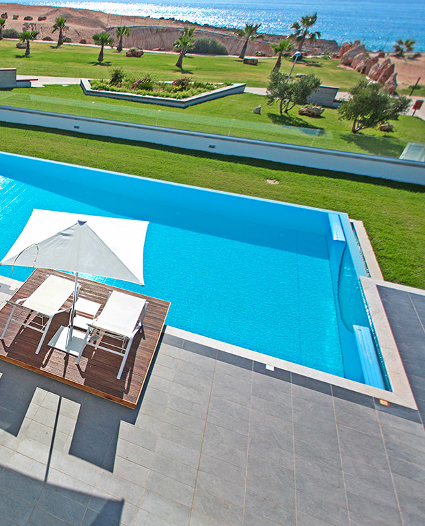 swimming pool sea